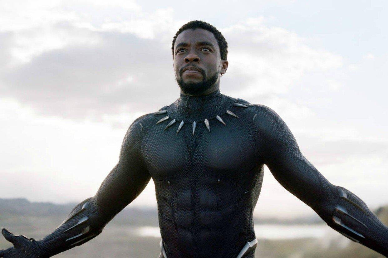 Chadwick Boseman nei panni di T'Challa/Black Panther