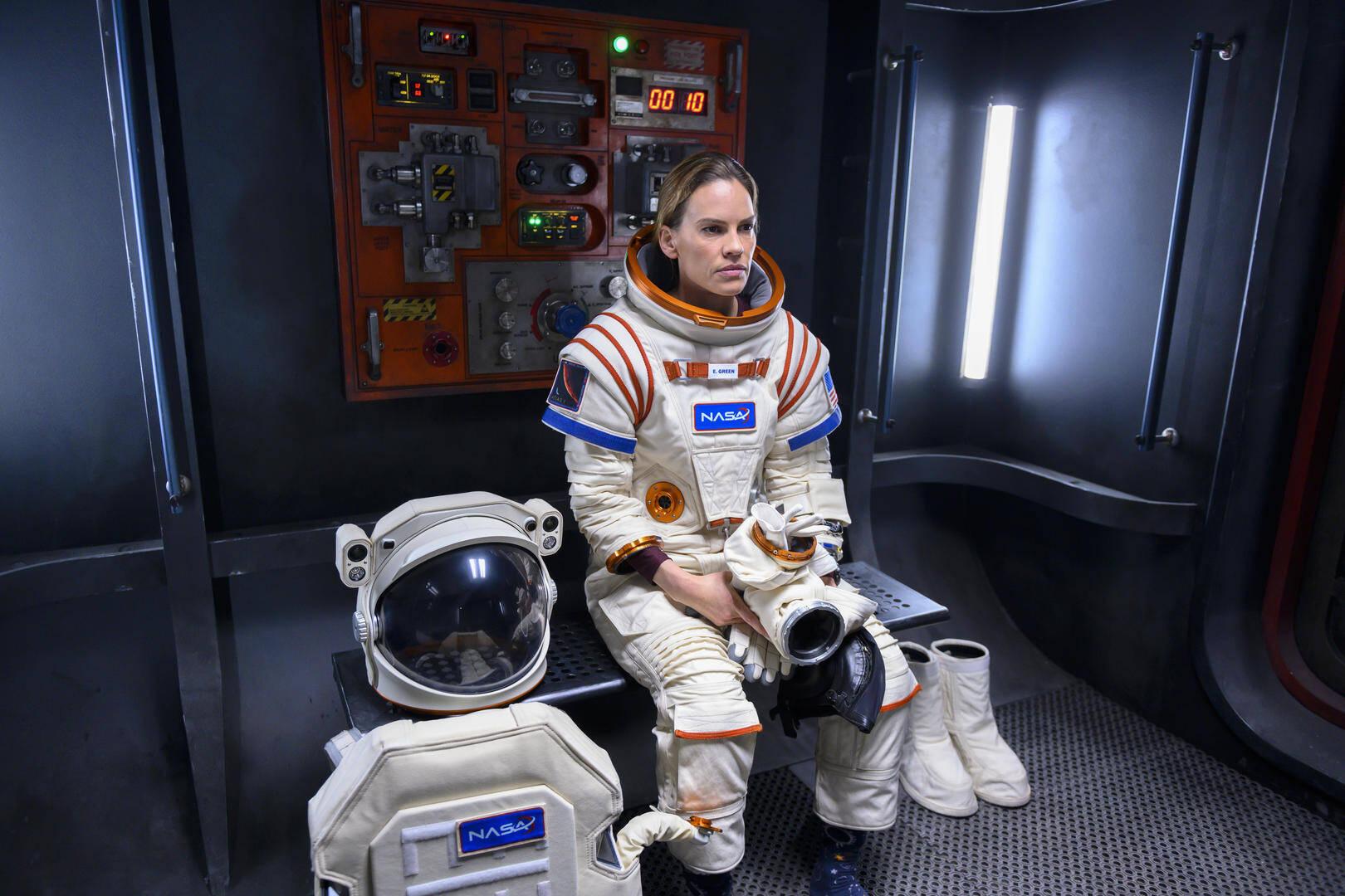 Hilary Swank è l'astronauta Emma Green