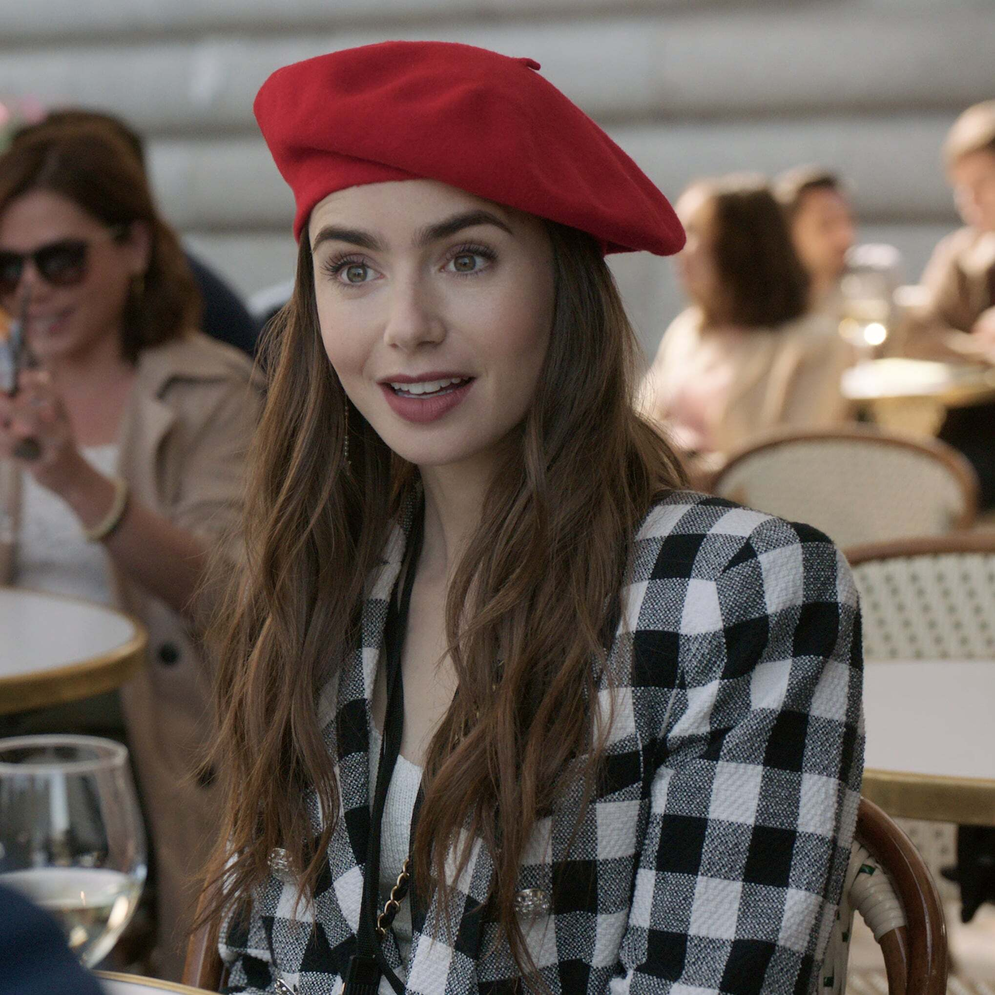 Lily Collins protagonista di Emily in Paris