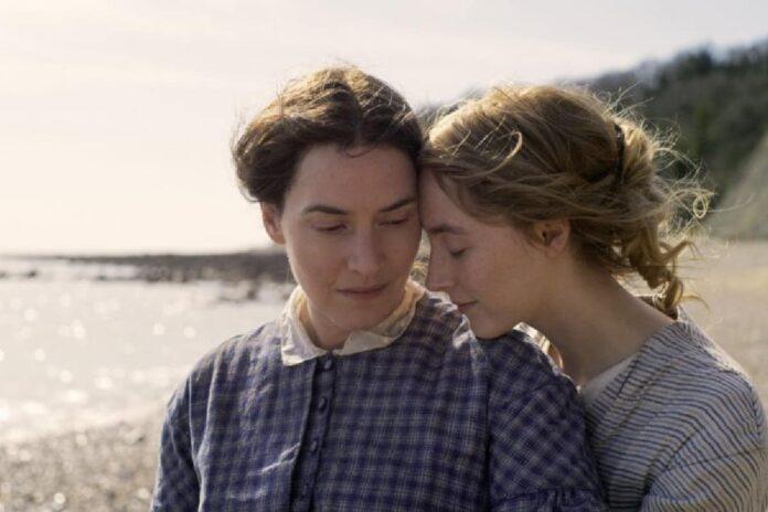 Ammonite recensione film con Kate Winslet e Saoirse Ronan