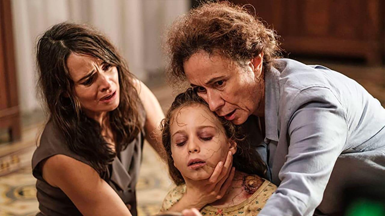 Mía Maestro (Emma), Giulia Patrignani (Giulia) e Mariella Lo Sardo (Teresa) ne Il Legame