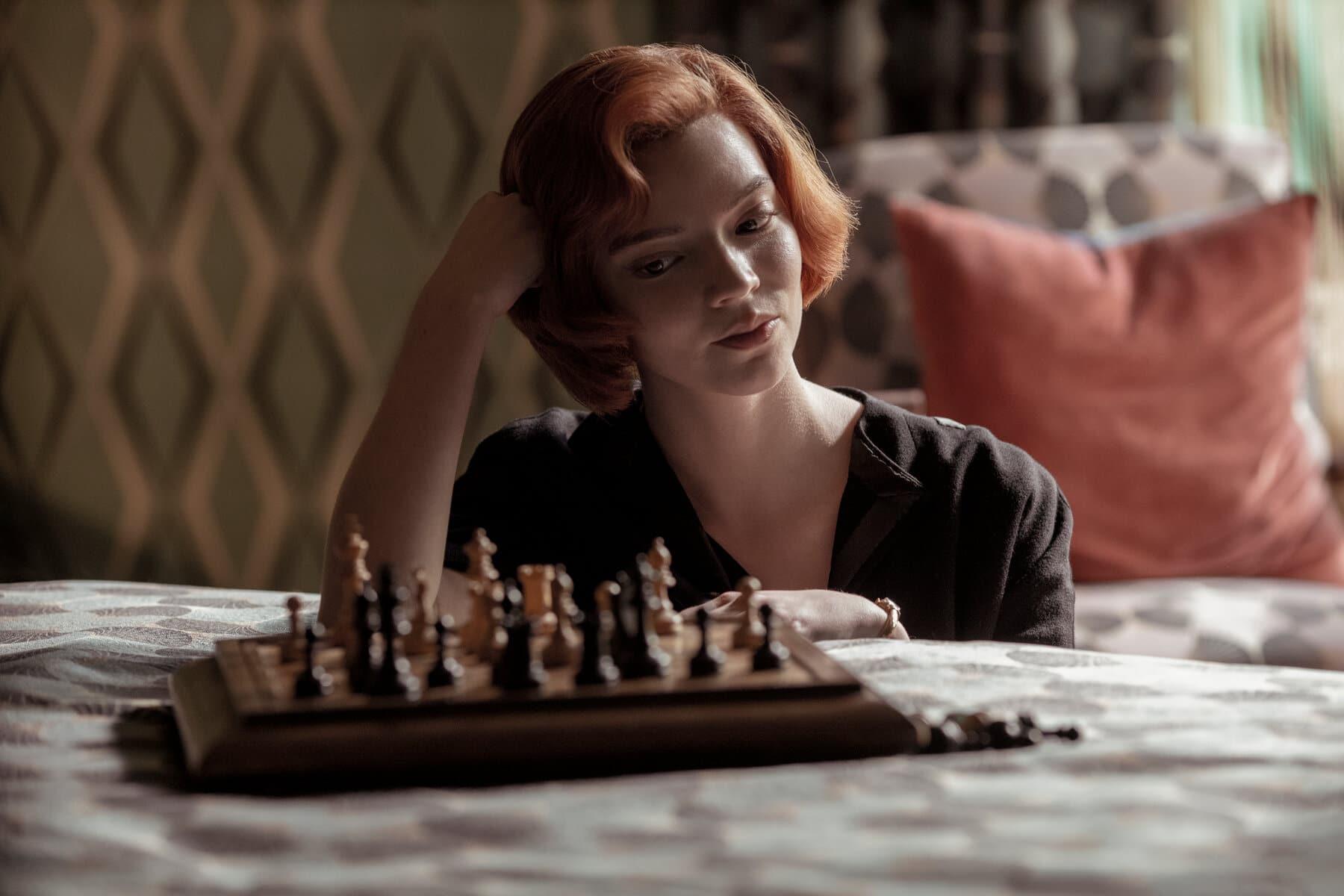 La regina degli scacchi recensione serie TV Netflix con Anya Taylor-Joy