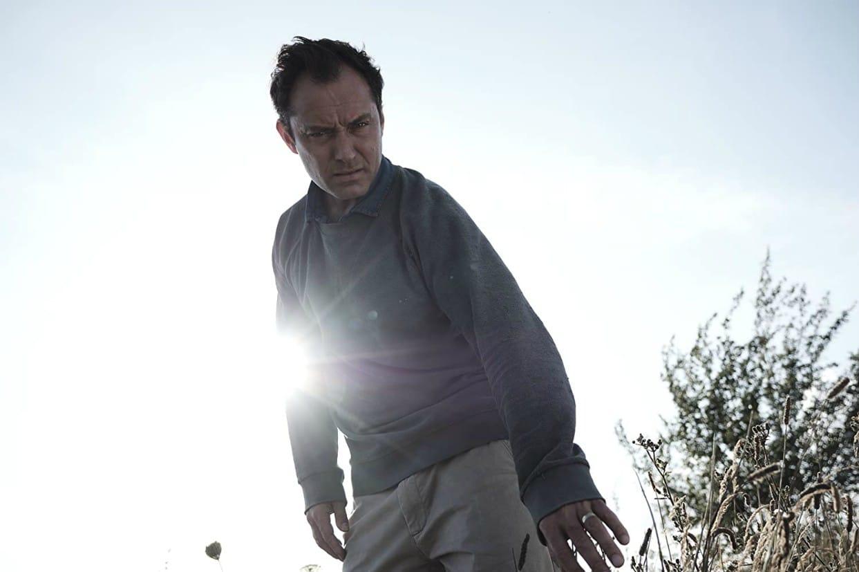 Jude Law in una scena di The Third Day