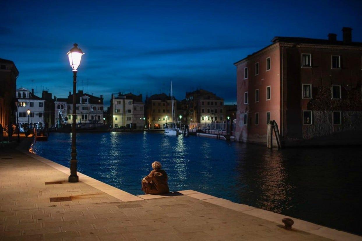 Jack Dylan Grazer in uno scorcio veneziano di We Are Who We Are