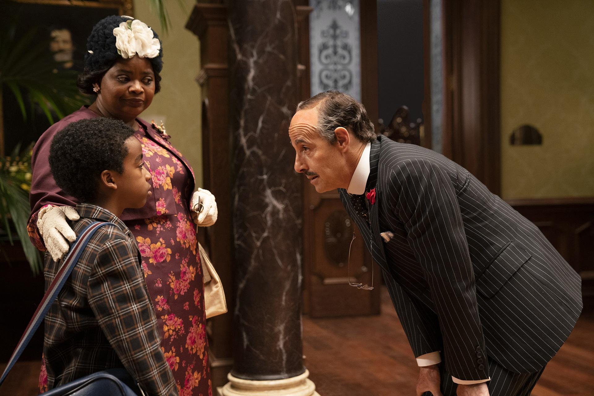 Jahzir Bruno, Octavia Spencer e Stanley Tucci in una scena di Le streghe