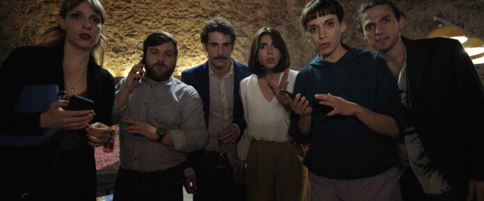 L'Uno recensione film di Paolo Carenzo con Elena Cascino