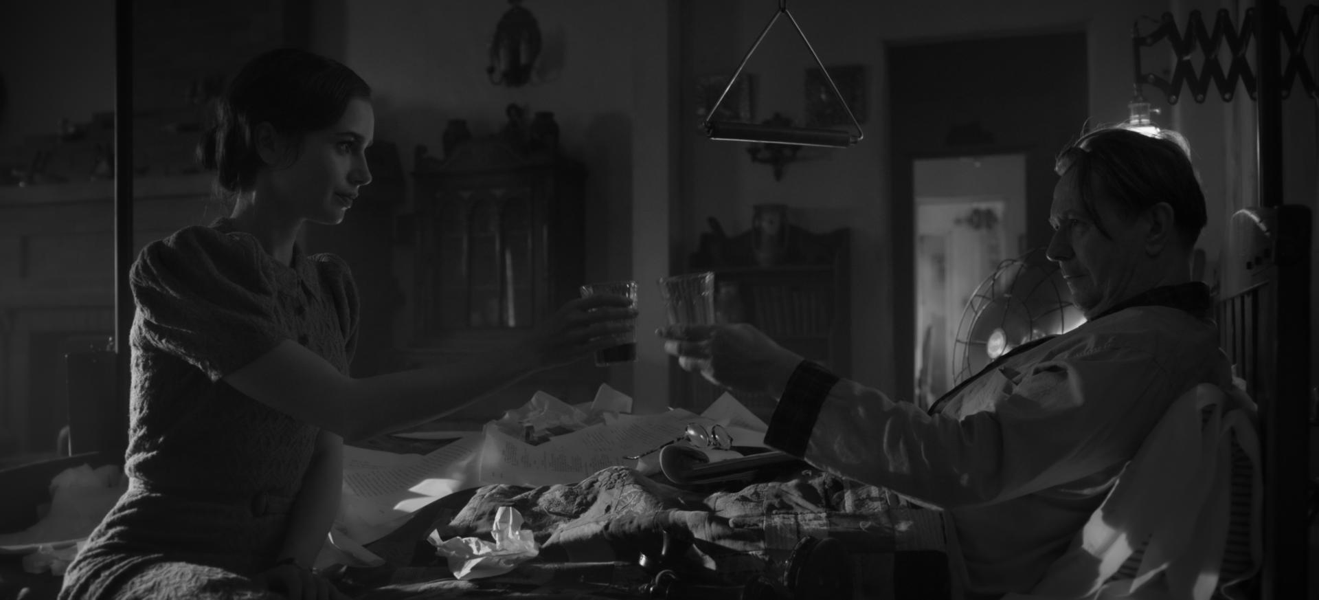 Lily Collins e Gary Oldman