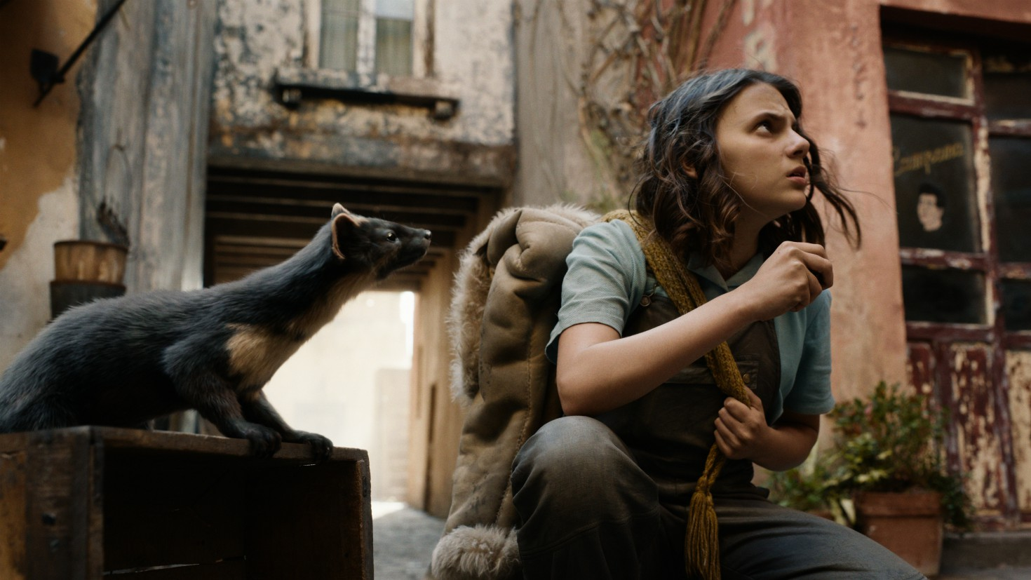 Dafne Keen in una scena de His Dark Materials 2
