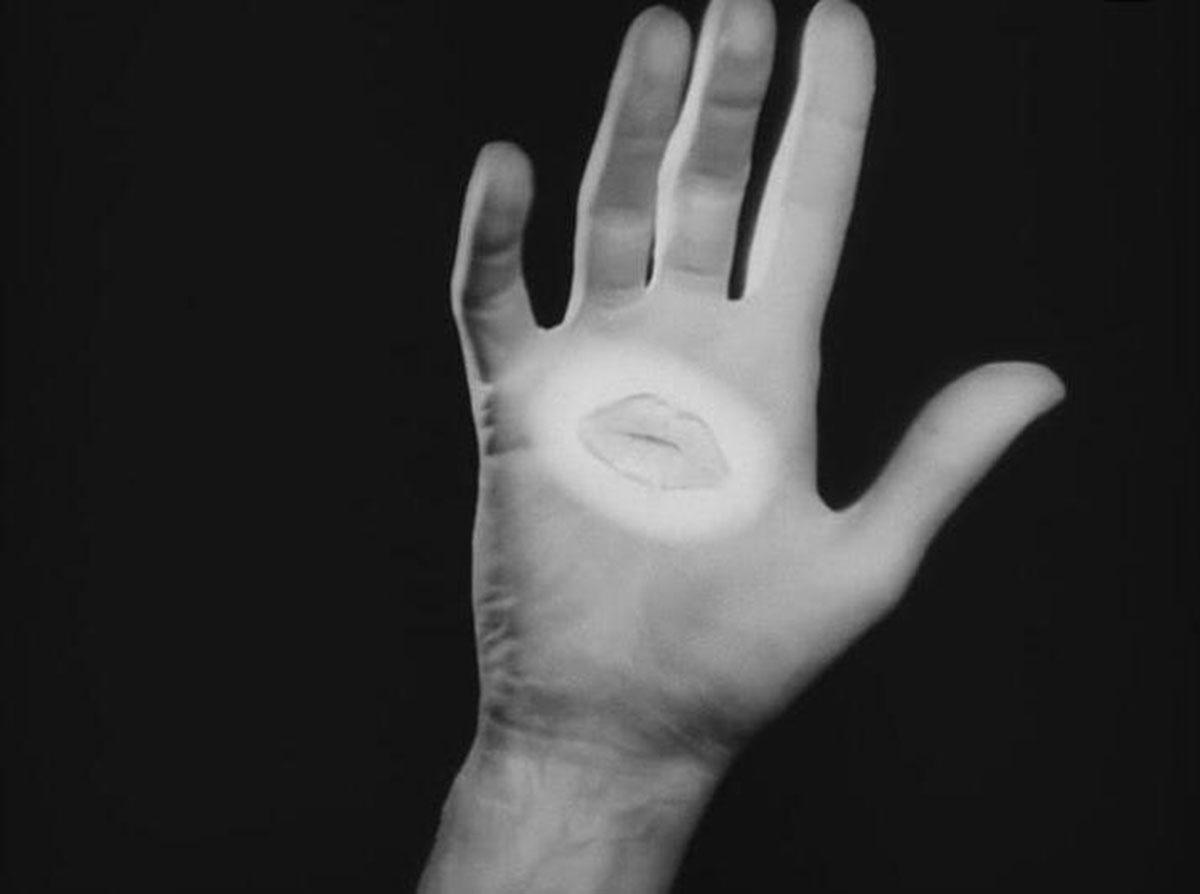 La mano del poeta in Le Sang d'un poète