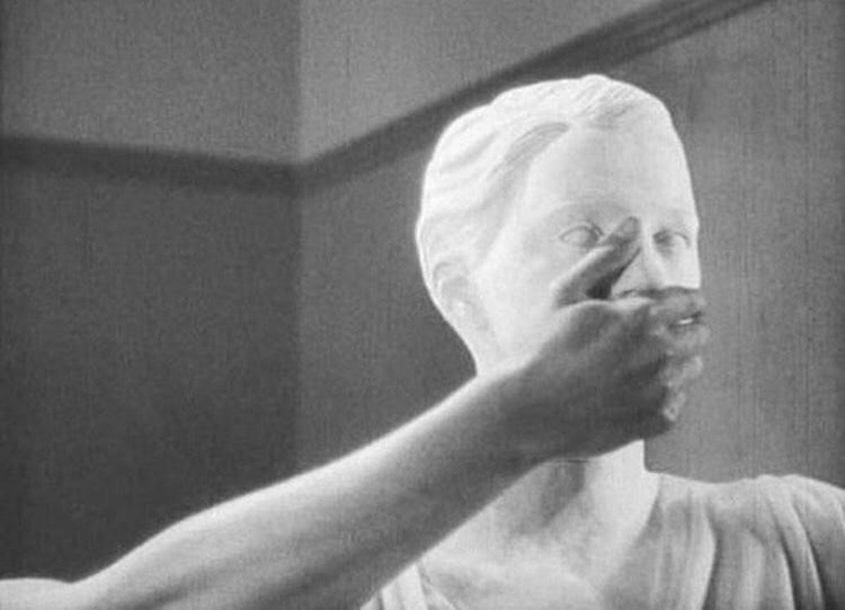 La statua in Le Sang d'un poète
