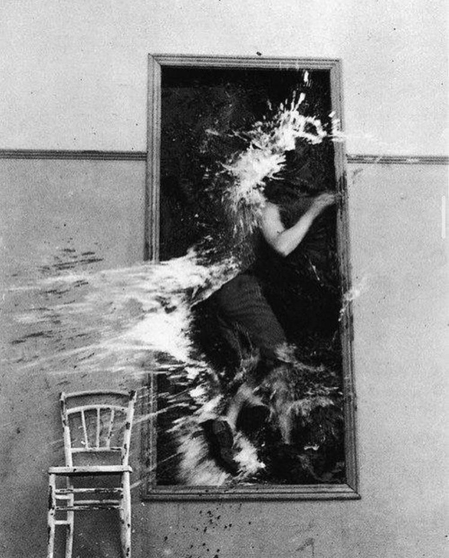 Il poeta attraversa lo specchio in Le Sang d'un poète