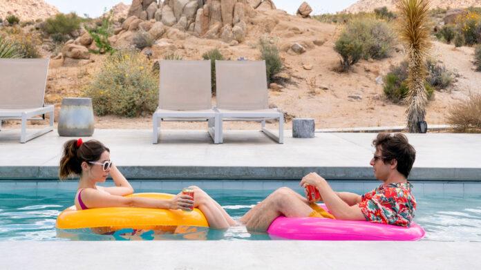Palm Springs recensione film di Max Barbakow con Andy Samberg e Cristin Milioti