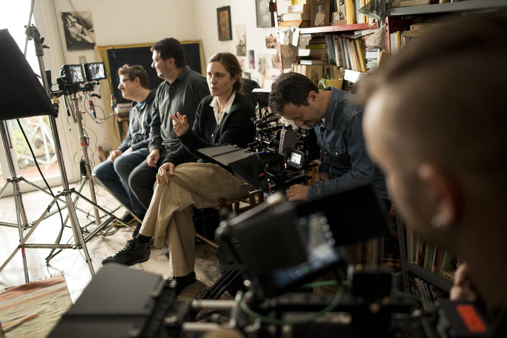 La regista Cosima Spender sul set