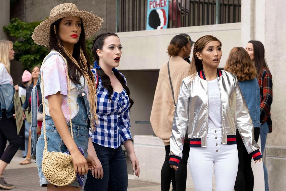 Dollface recensione serie TV con Kat Dennings, Brenda Song e Shay Mitchell