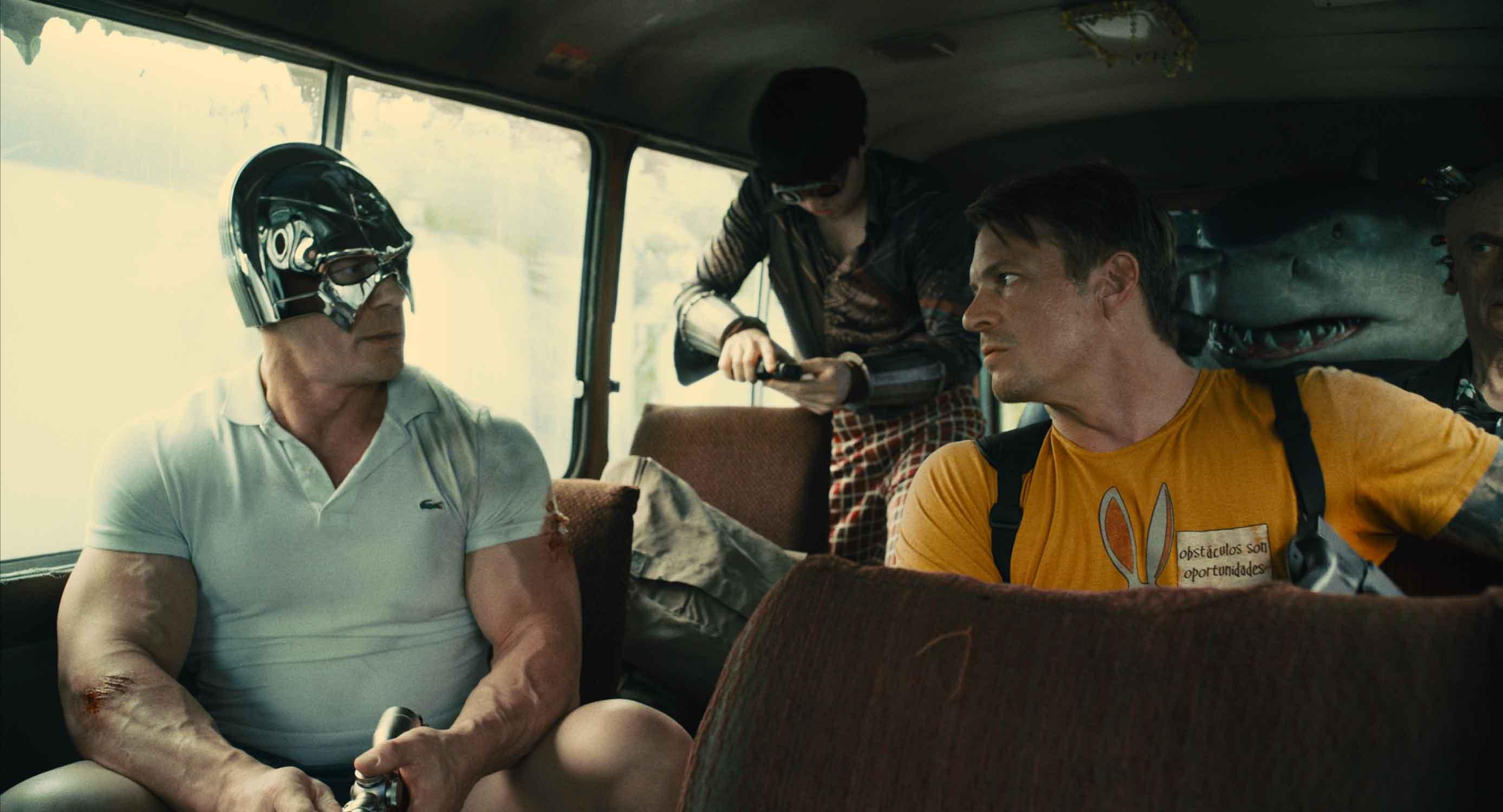 John Cena, Joel Kinnaman, Julio Cesar Ruiz e King Shark