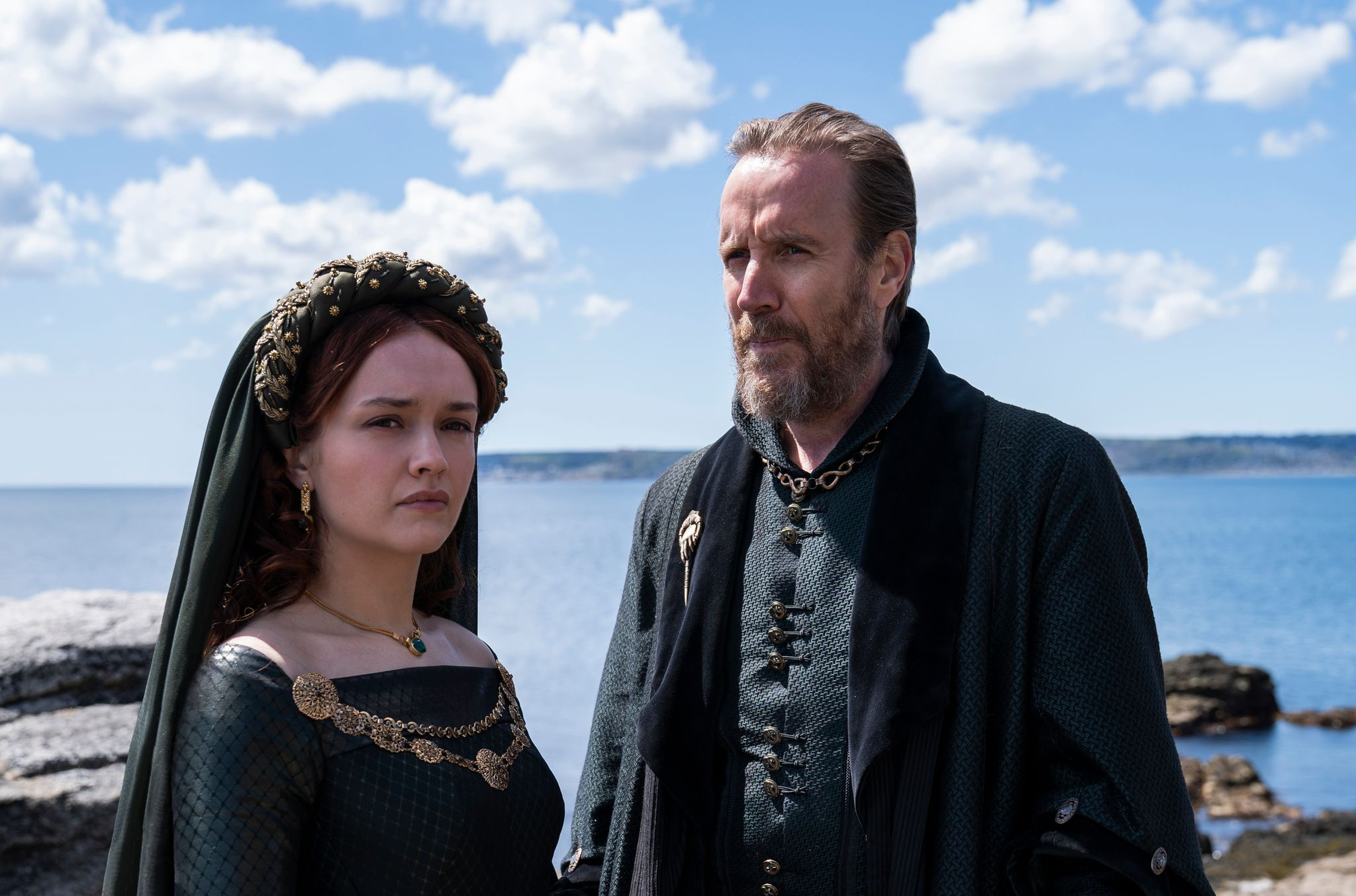 Olivia Cooke e Rhys Ifans in House of the Dragon