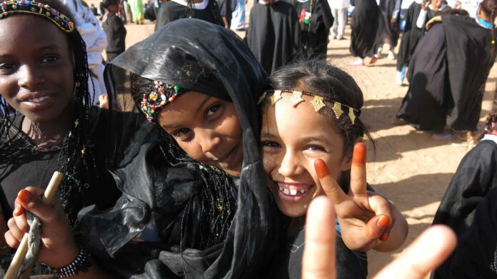 Life is Waiting: Referendum and Resistance in Western Sahara recensione film di Iara Lee