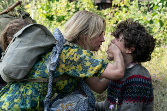 Evelyn (Emily Blunt) e Marcus (Noah Jupe) in A Quiet Place II