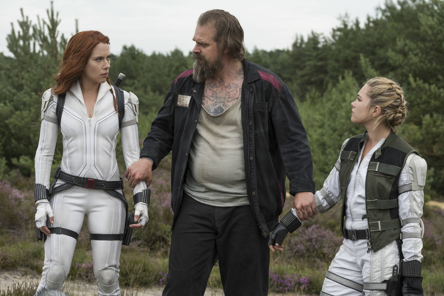 Scarlett Johansson, David Harbour e Florence Pugh
