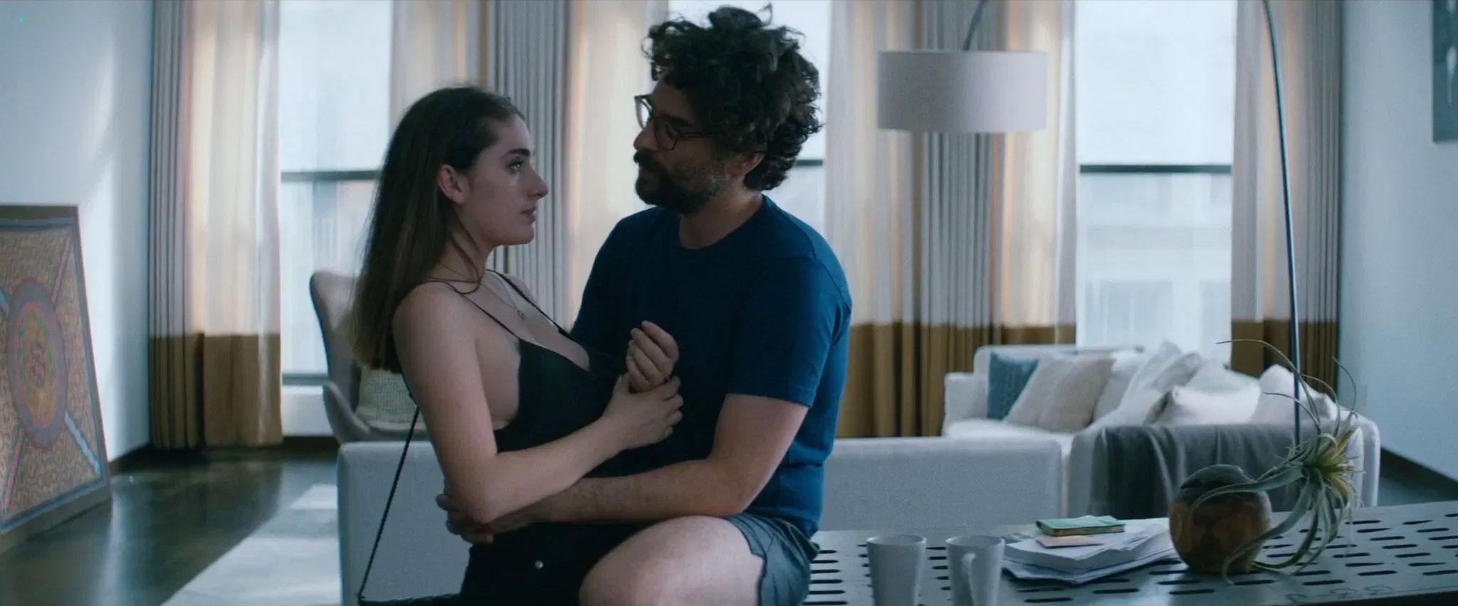 Rachel Sennott e Danny Deferrari in Shiva Baby