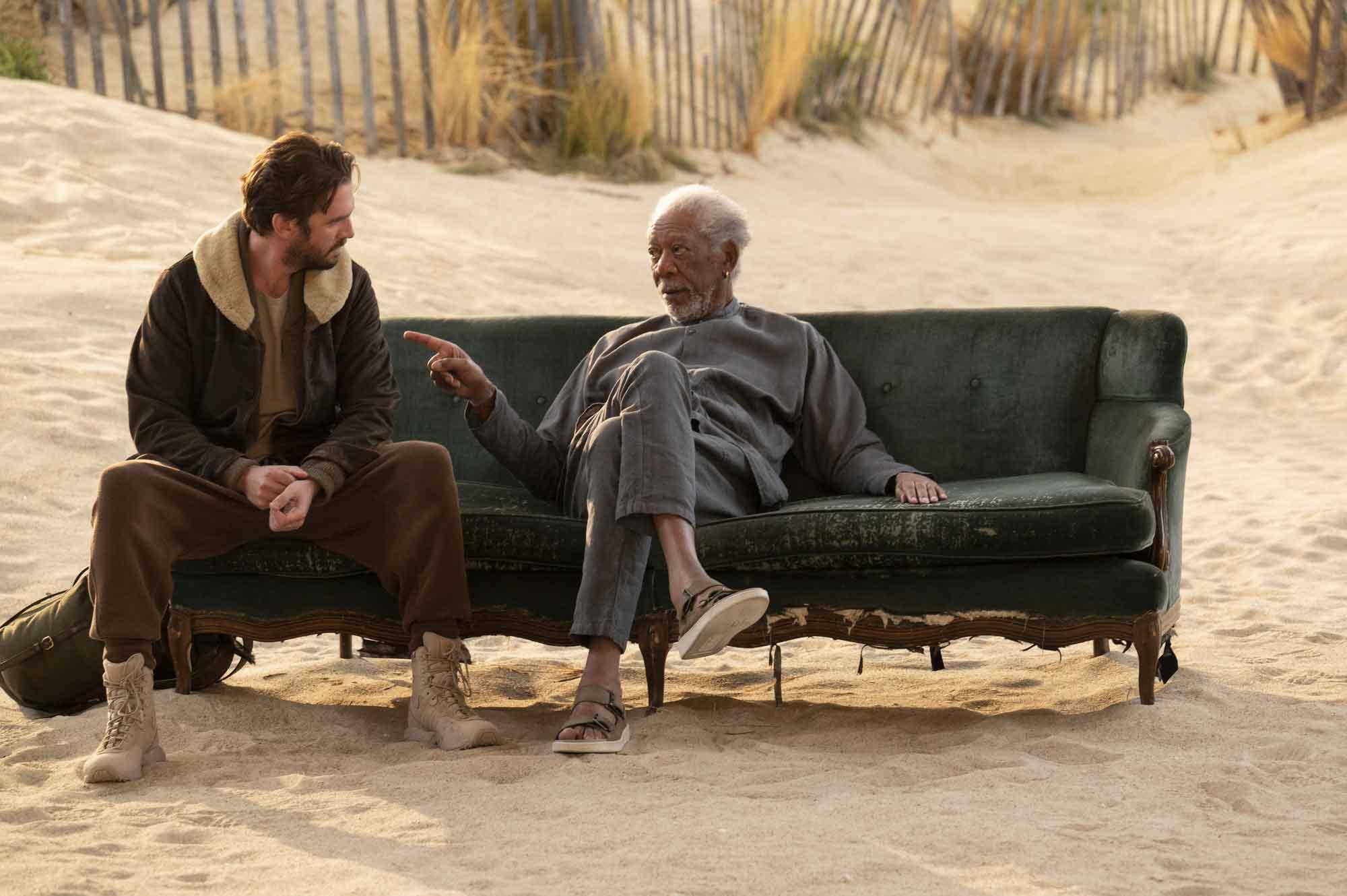 Solos recensione serie TV con Anne Hathaway e Morgan Freeman