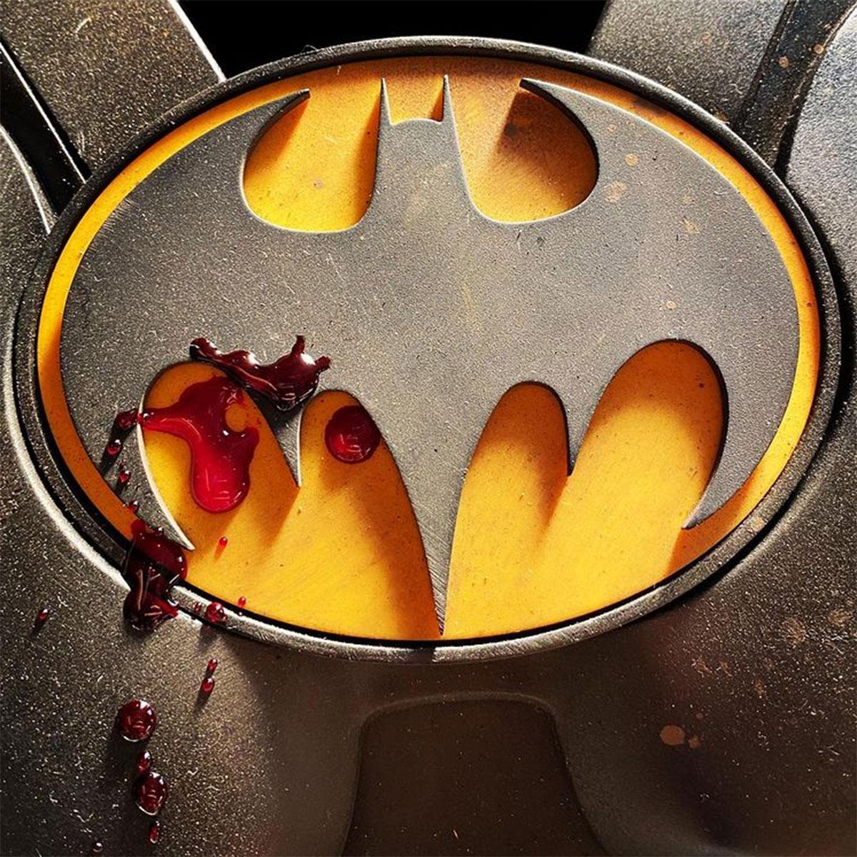 Il logo insanguinato del Batman di Michael Keaton