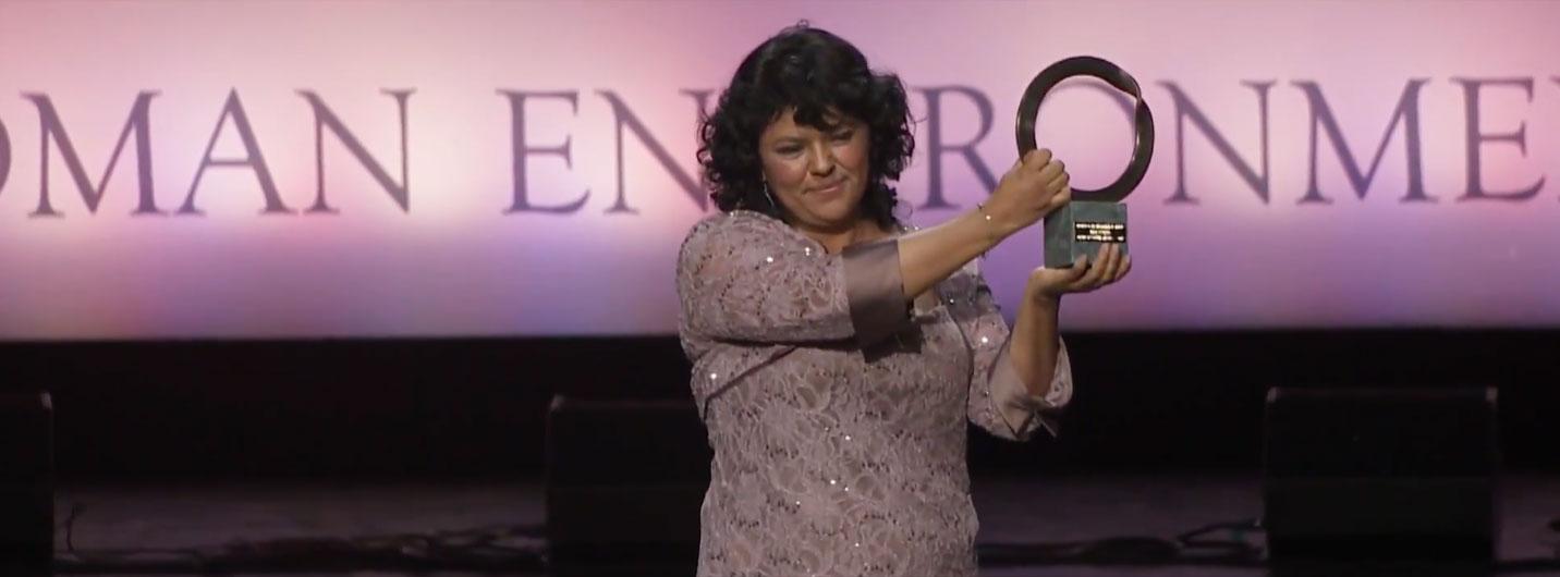 Berta Cáceres riceve il Goldman Environmental Prize