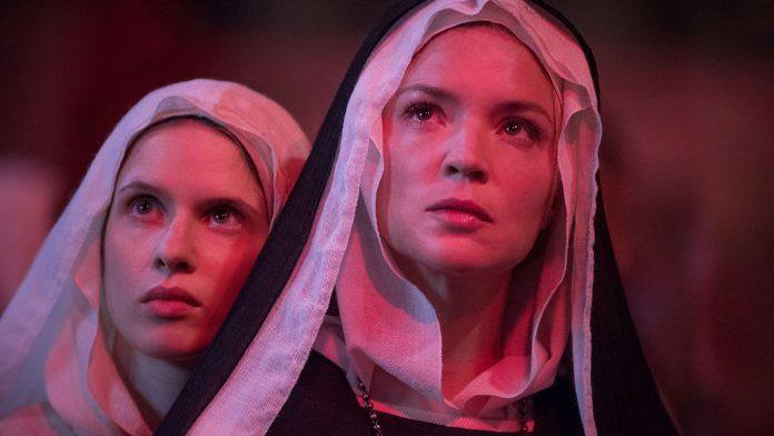 Benedetta recensione film di Paul Verhoeven con Virginie Efira e Charlotte Rampling