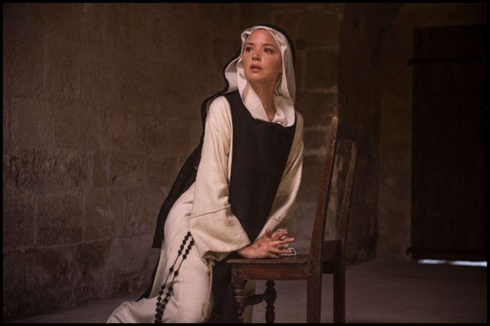 Benedetta recensione film di Paul Verhoeven con Virginie Efira