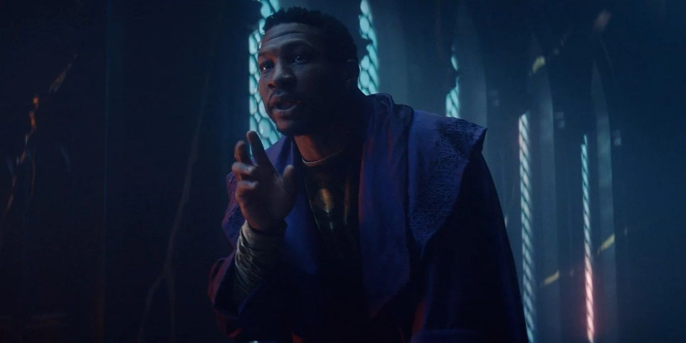 Jonathan Mayors è Kang il Conquistatore in Loki