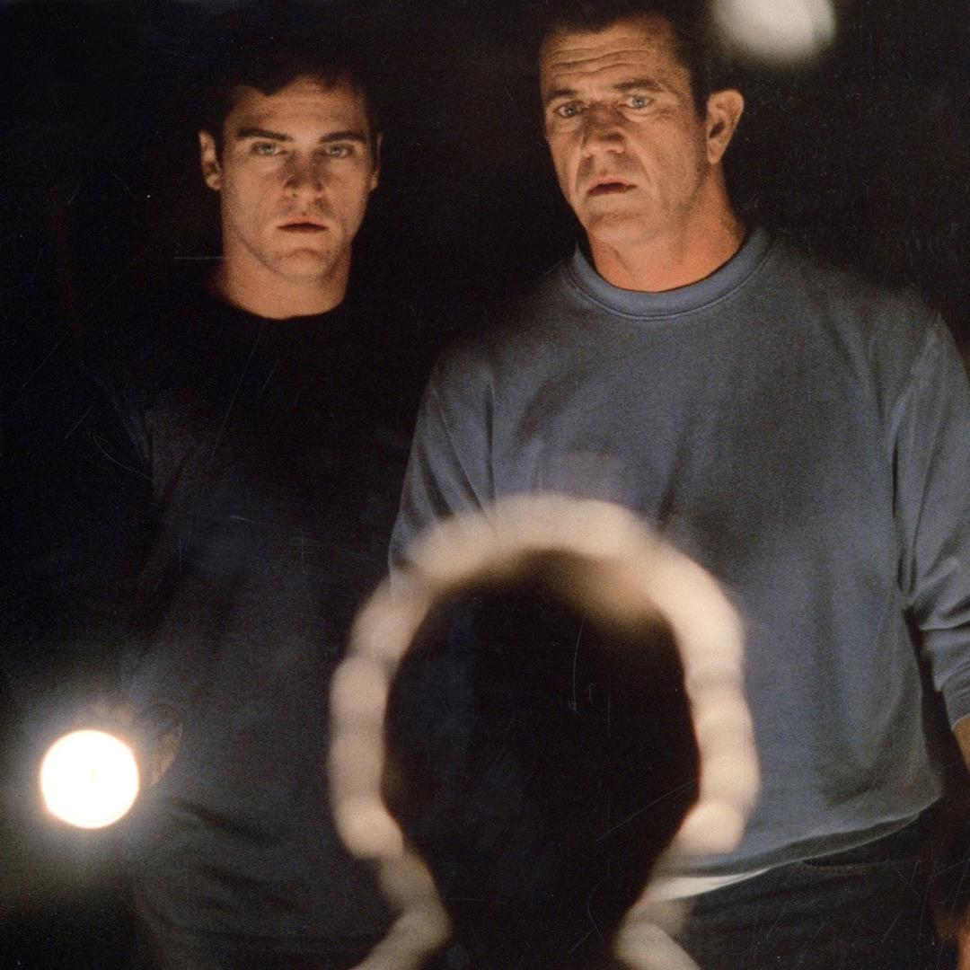 Joaquin Phoenix e Mel Gibson in Signs