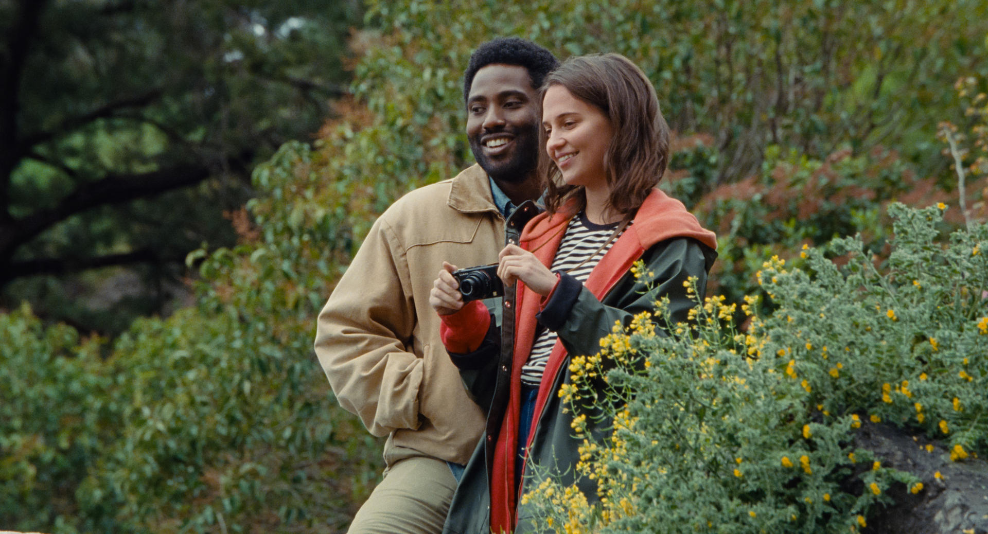 Beckett recensione film Netflix con John David Washington e Alicia Vikander
