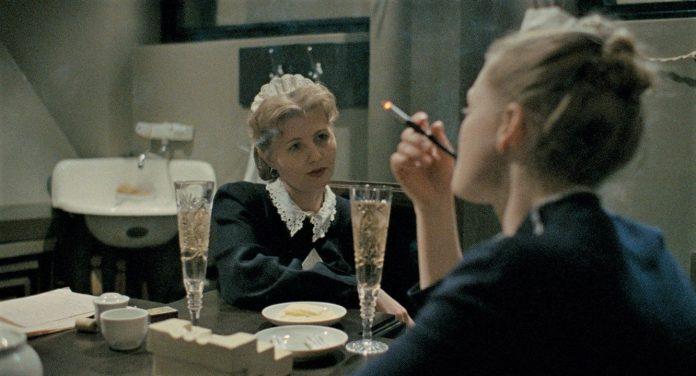 DAU. Natasharecensione film di Ilya Khrzhanovskiy e Jekaterina Oertel con Natasha Berezhnaya
