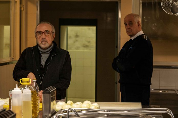 Ariaferma recensione film di Leonardo Di Costanzo con Toni Servillo e Silvio Orlando