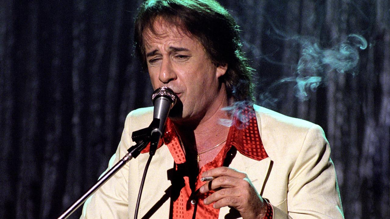 Tony Pisapia (Tony Servillo)