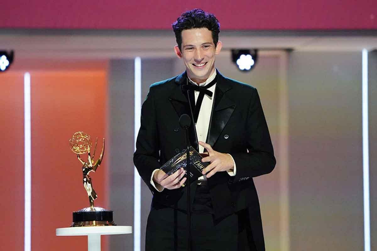 Josh O'Connor vince l'Emmy per The Crown