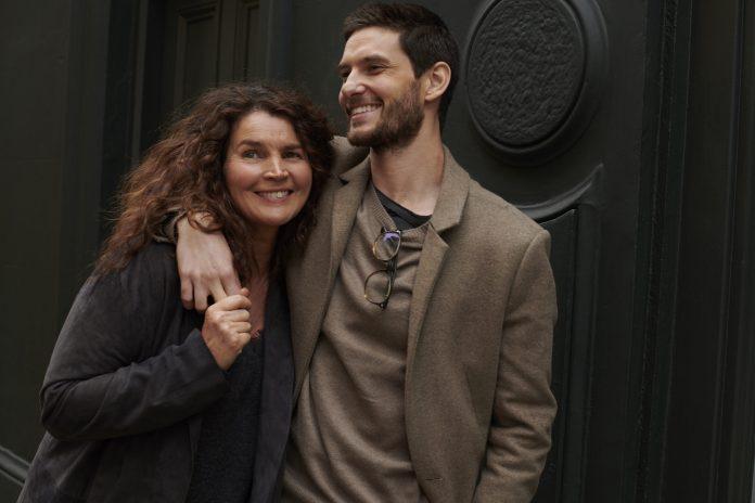 Gold Digger recensione serie tv Sky con Julia Ormond e Ben Barnes
