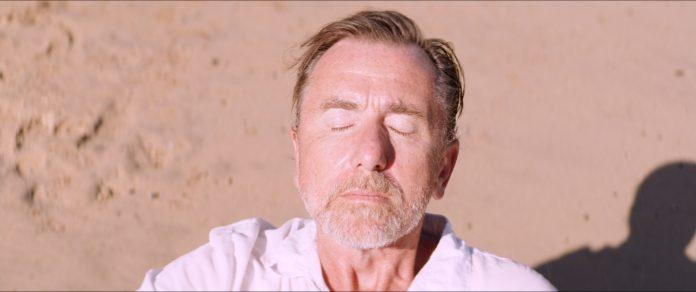 Sundown recensione film di Michel Franco con Tim Roth e Charlotte Gainsbourg