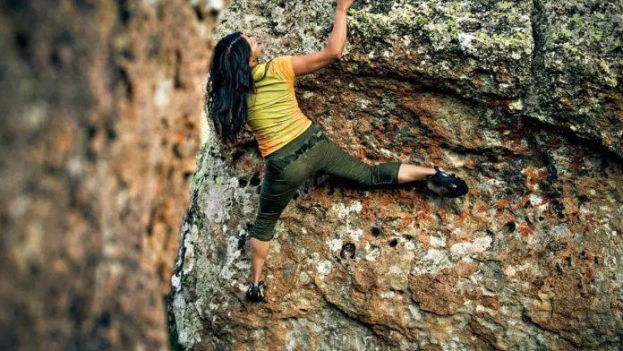 Climbing Iran recensione del documentario di Francesca Borghetti con Nasim Eshqi