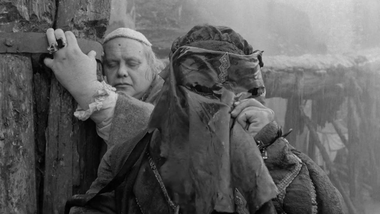 Hard to Be a God - È difficile essere un dio recensione film di Aleksey German