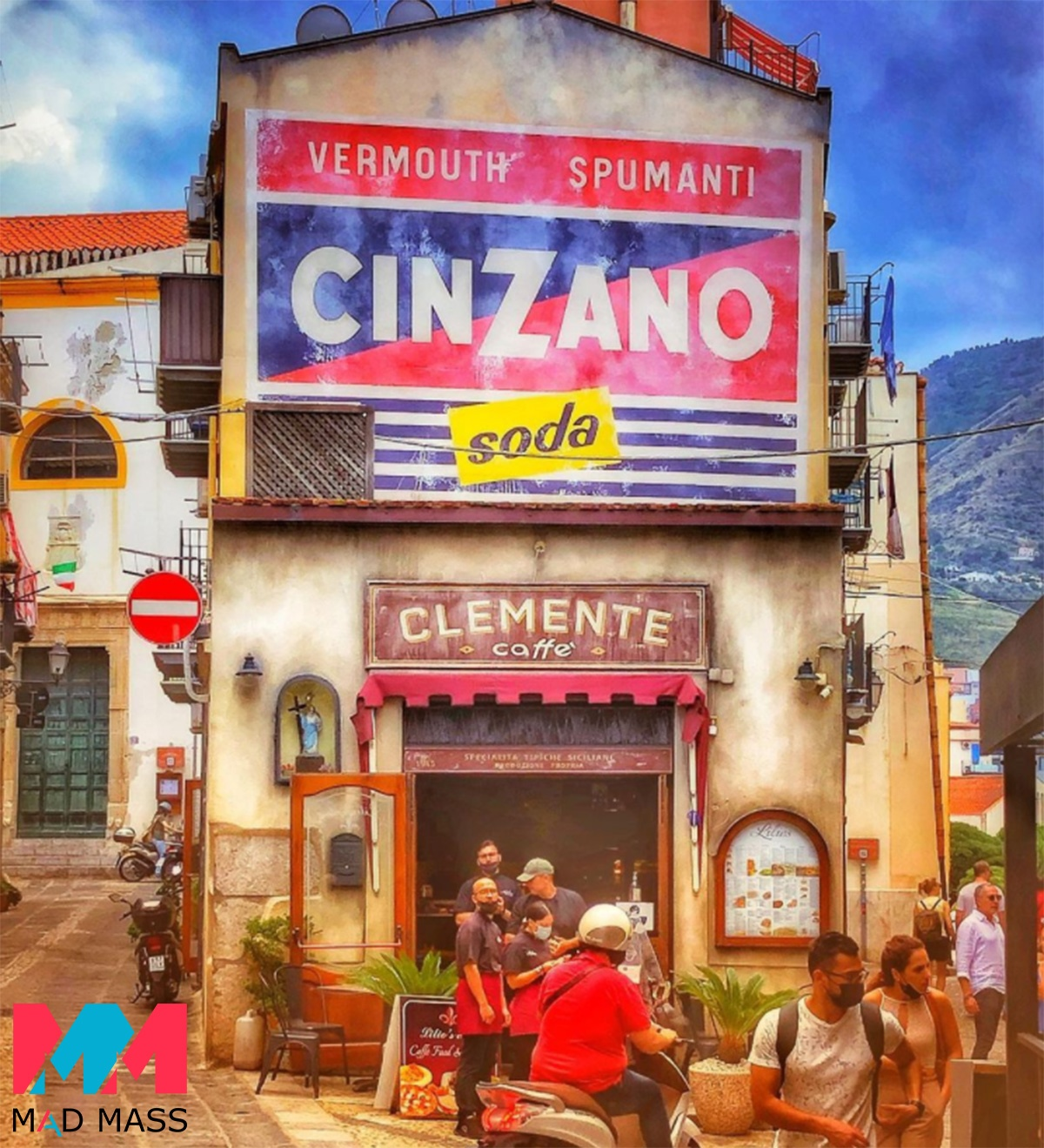 Indiana Jones 5 foto delle riprese in Italia: il bar Clemente Caffè e il set a Cefalù