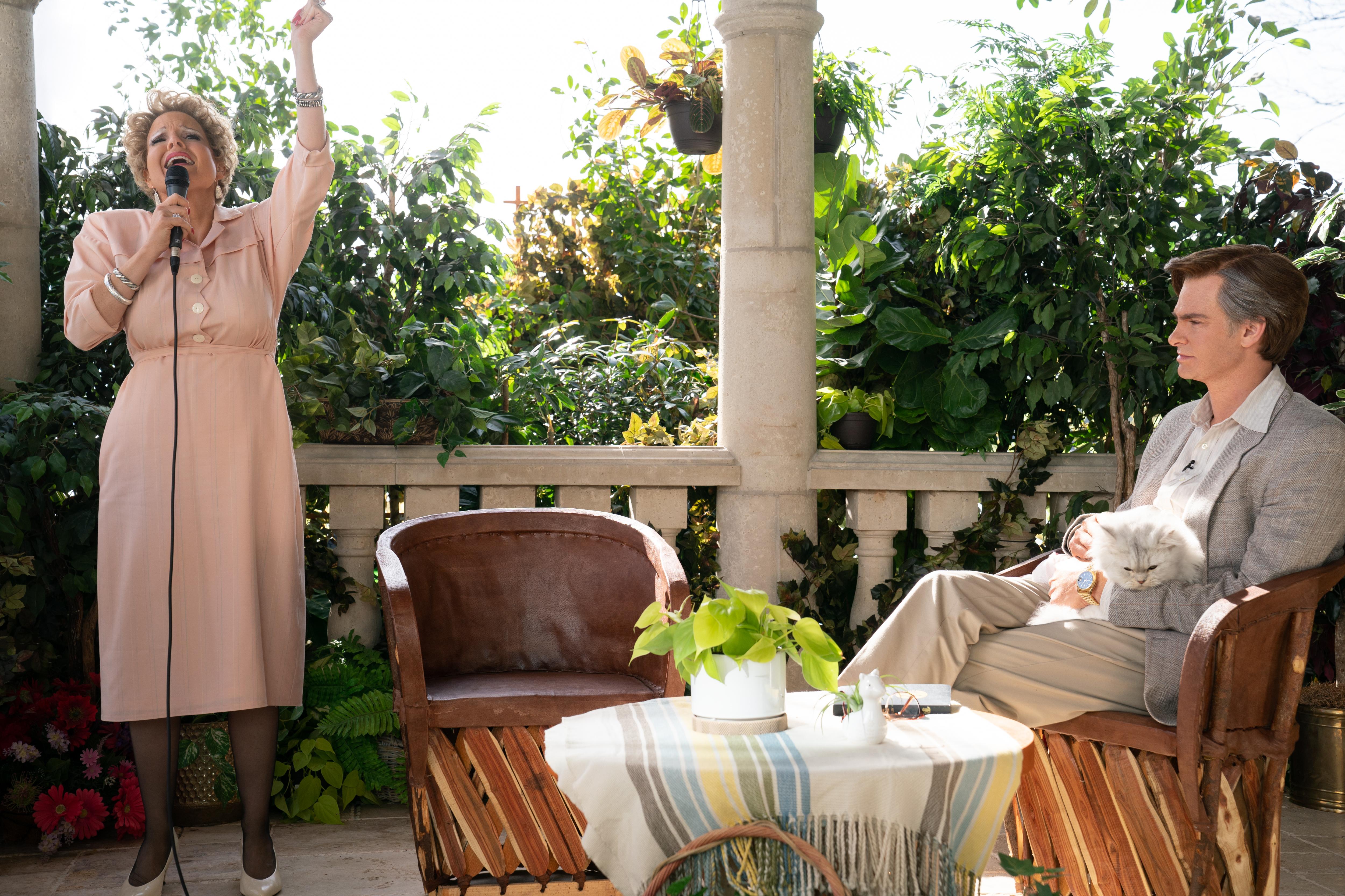 Jessica Chastain è Tammy Faye Bakker e Andrew Garfield è Jim Bakker in The Eyes of Tammy Faye